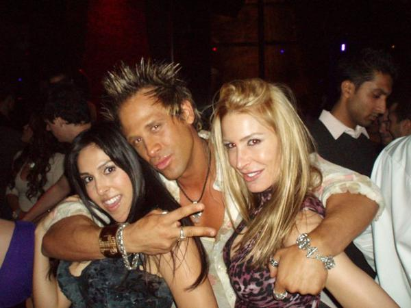 douchebag-with-girls.jpg