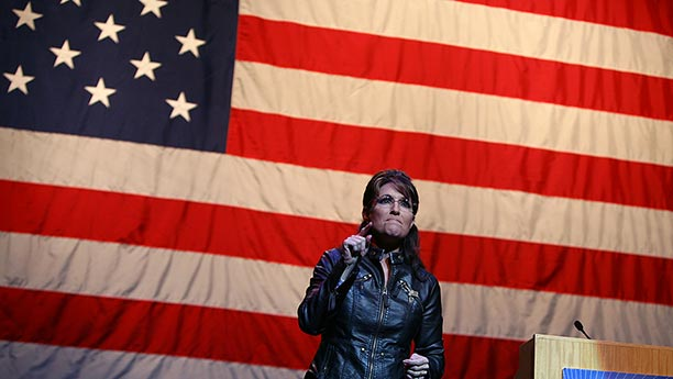 palin-in-front-of-huge-flag.jpg