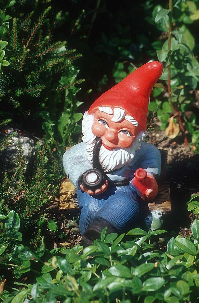garden-gnome-pipe-9r.jpg
