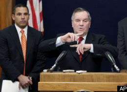 mayor-daley-at-poduim-with-fingers.jpg
