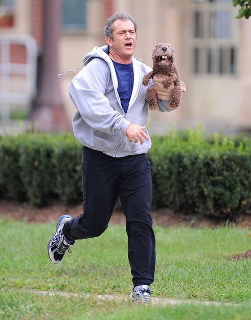 mel-gibson-running-with-a-beaver-puppet.jpg