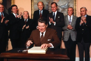 ReaganSignAmnesty1986